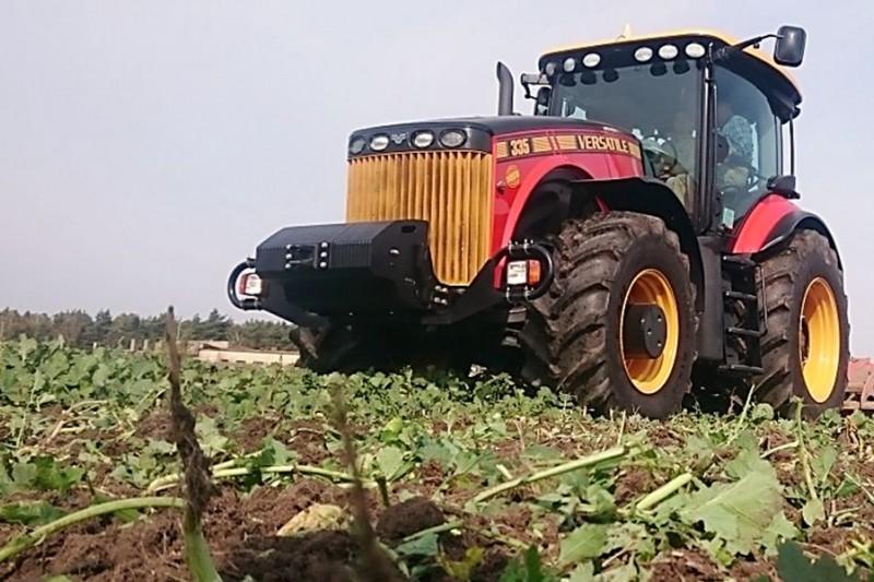 Ciągnik rolniczy Versatile 335 MFWD