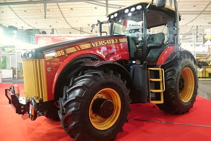 Ciągnik rolniczy Versatile 365 MFWD